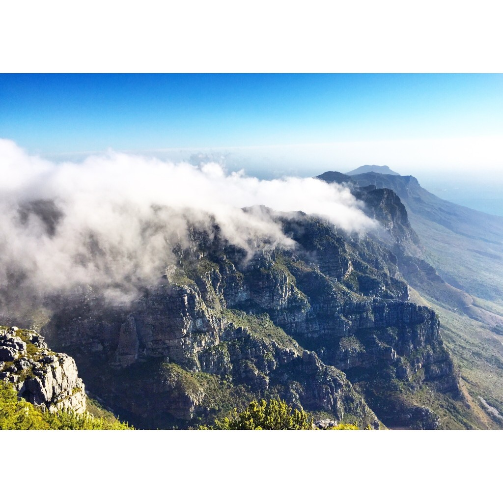 Watching the tablecloth being drawn over Table Mountain in the late afternoon.