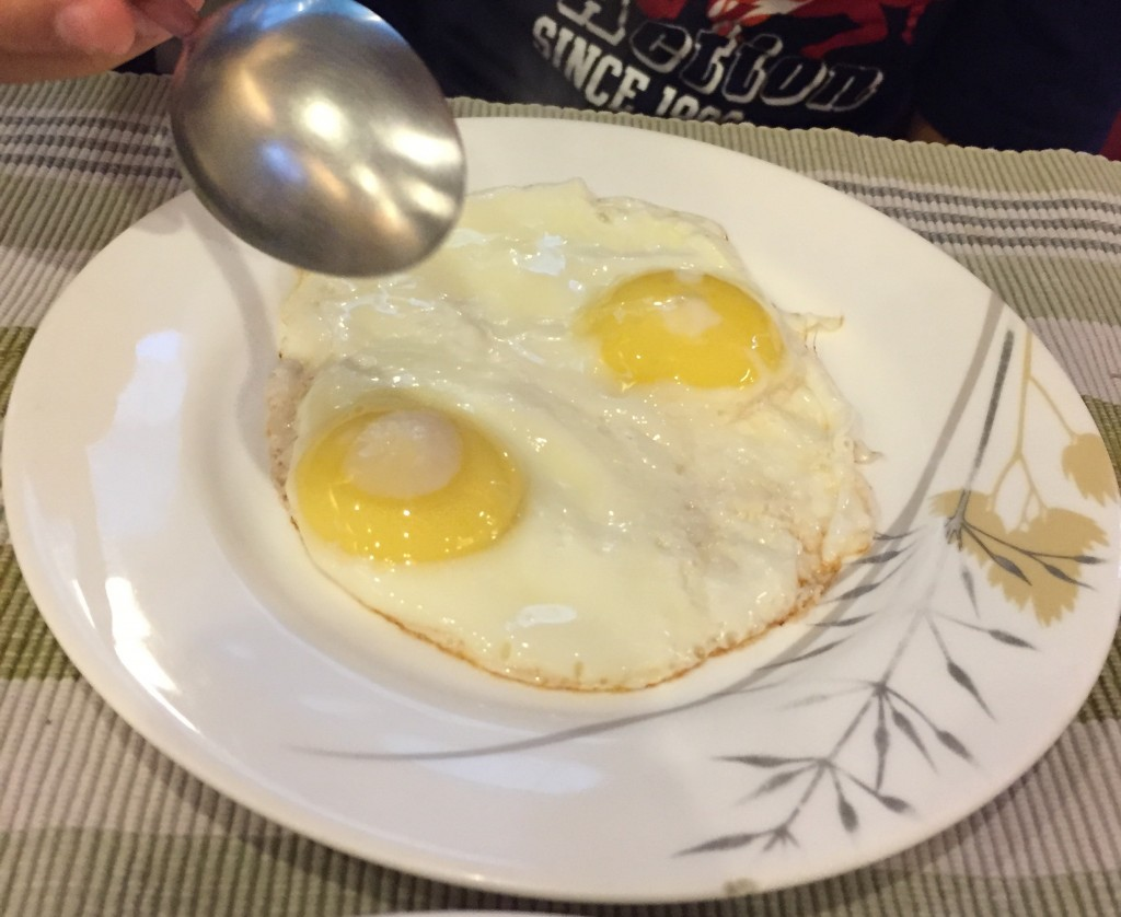 Has anyone else noticed that eggs in India have a very pale yellow yolk? This is in contrast to the bright vivid orange yolk of Vietnam and bright yellow in the U.S.